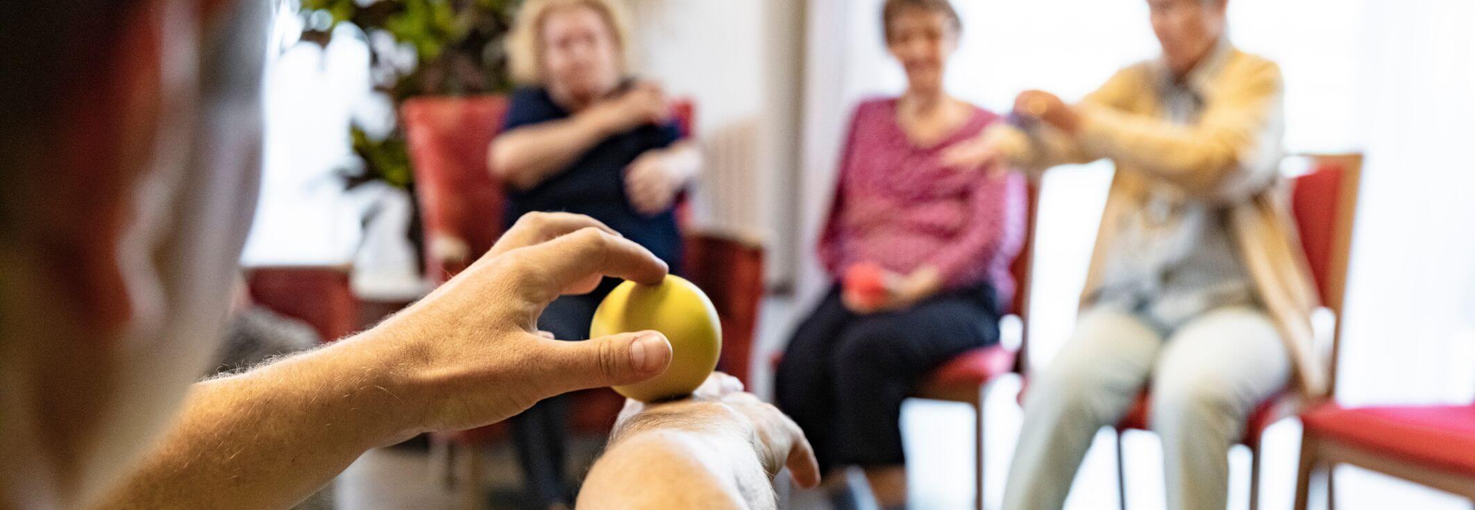 CARA Hildesheim Physiotherapie Angebot Programm Bewegung Seniorenheim Seniorenresidenz aktivieren Sport Mitarbeiter